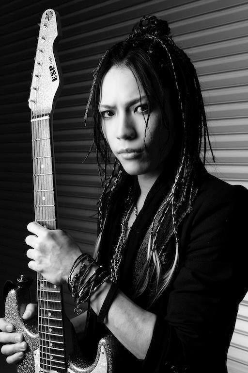 Gitarrist Ohmura Takayoshi veröffentlichte ein neues Best-of-Album